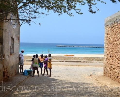 Getting some shade in Vila do Maio, Maio